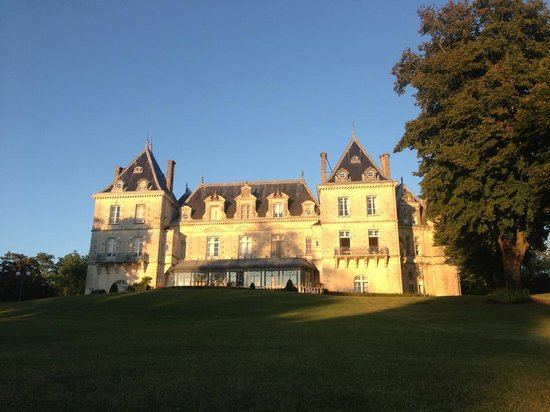 Chateau de Mirambeau : The stunning chateau
