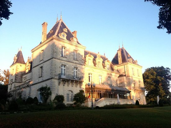 Chateau de Mirambeau : the beautiful Chateau