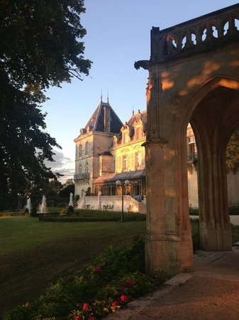 Chateau de Mirambeau : the beautiful Chateau and chapel
