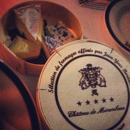 Chateau de Mirambeau : Amazing cheese at the restaurant