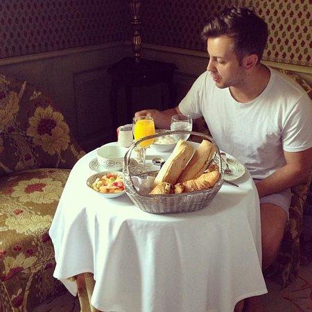 Chateau de Mirambeau : Breakfast in our room :)