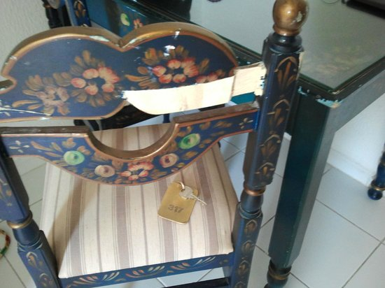 Joya Paradise: BROKEN CHAIR AND TABLE FINISH  NOT  WORTHY OF 2 * HOTEL