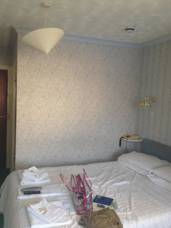 Narrowcliff Hotel: Awful bed