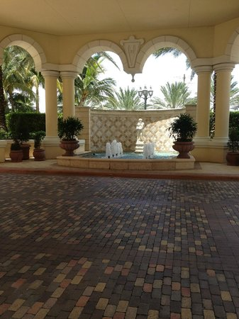 Acqualina Resort & Spa on the Beach: Outside lobby