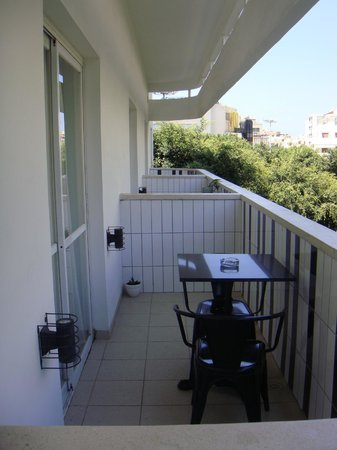 Center Chic Hotel Tel Aviv - an Atlas Boutique Hotel : I terrazzi delle singole stanze
