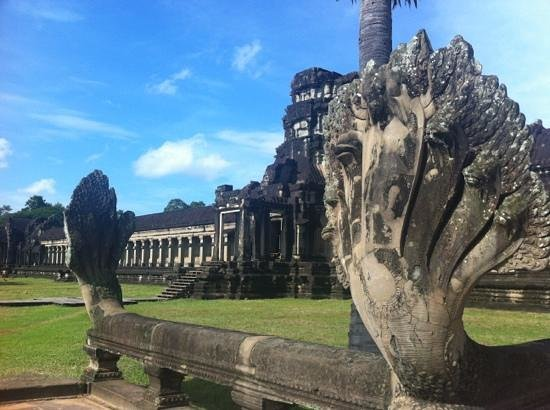 Derleng Tours: Angkor Wat nice view of entrance