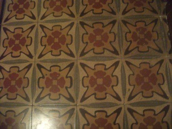 Hotel Italia: Suelo original de la habitación.