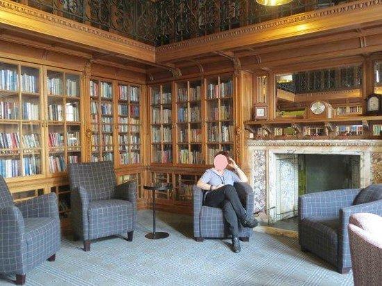 B+B Edinburgh: Biblioteca