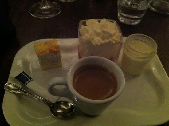 """Restaurant La Mangeoire : la Mangeoire"""" de Millau,le cafe gourmand"""