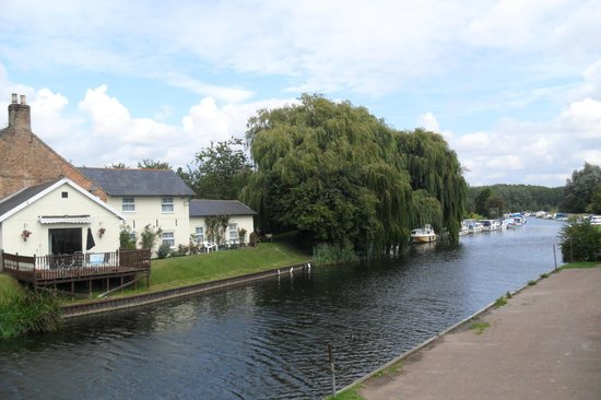 Crosskeys Riverside House: a view from the bridge