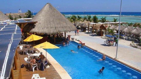 Hotel Costa Maya Inn: club de playa señor frogs beach club by costa maya