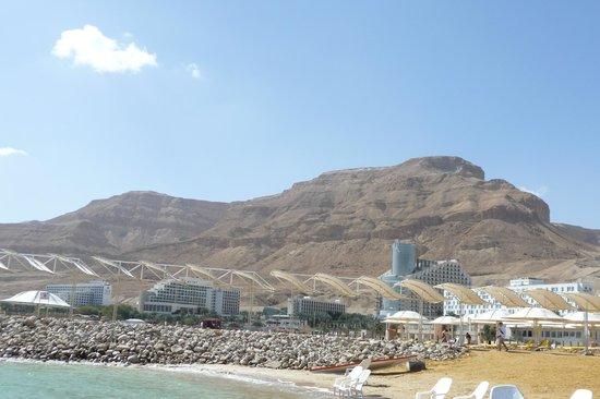 Isrotel Ganim : Вид с побережья
