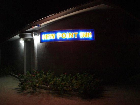 New Point Inn: Guest House at night