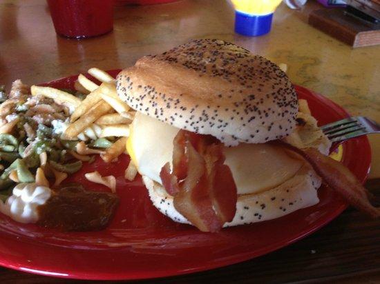 Shenanigans Sports Pub & Restaurant: Bacon Burger