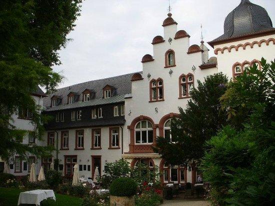 Kronenschlösschen Hotel & Restaurant: Hotel from garden