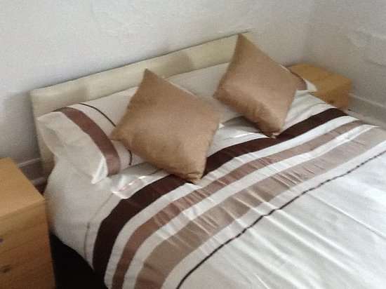 Lynwood Guest House: Room 6