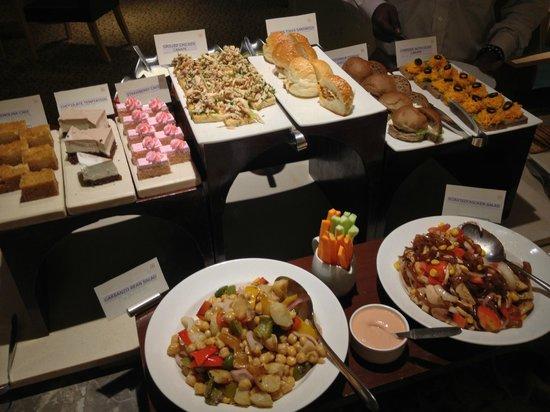 Courtyard Chennai: Executive lounge, free evening buffet
