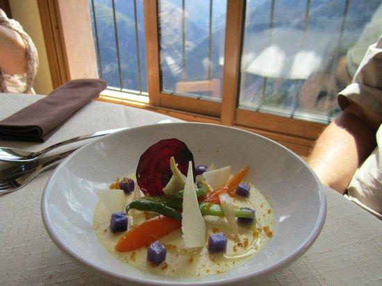 Auberge Le Robur Restaurant : l'entrée:crème de parmesan aux petits légumes .