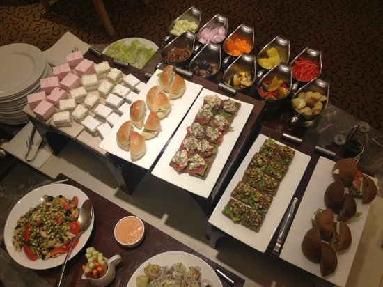 Courtyard by Marriott Chennai: Executive lounge, free evening buffet