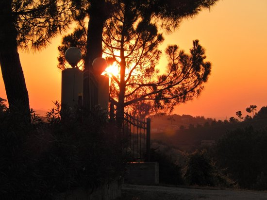 Agriturismo Al Colle: ingresso al tramonto