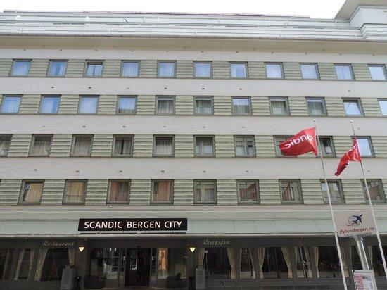 Scandic Bergen City: La habitación 315 tiene un baño inmenso, casi tan grande como la habitación