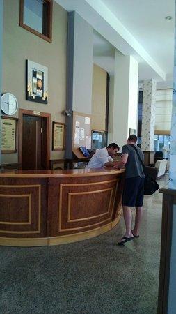 Acropol Beach Hotel: рецепция