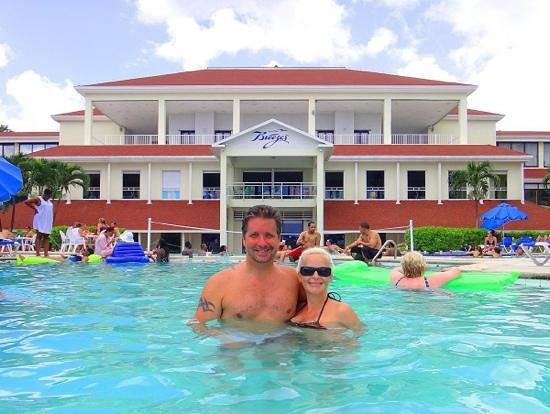 Breezes Resort & Spa Bahamas: Only time we got in the pool just to take photo.