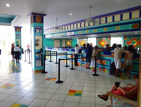 Breezes Resort & Spa Bahamas: Front Desk