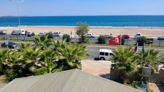 Acropol Beach Hotel: вид из окна (2 этаж, номер над козырьком центрального входа)