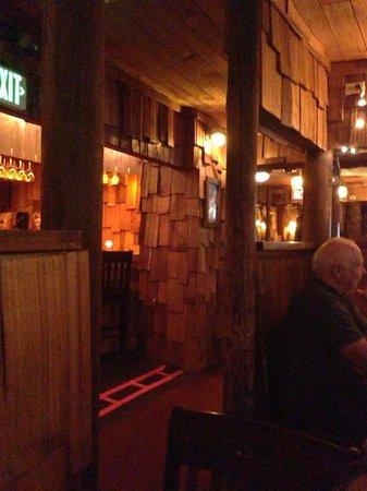 Wolf Lodge Inn: Warm and glowing interior