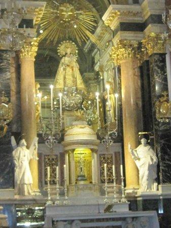Basílica de la Virgen de los Desamparados: Camarin Virgen