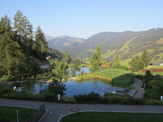 Übergossene Alm Resort : Der Ausblick vom Gartenzimmer am Morgen.