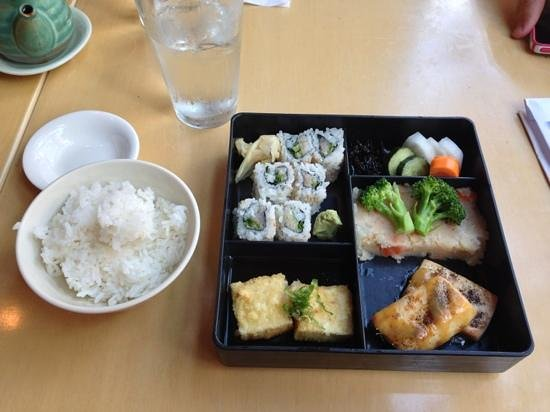 Shimizu Sushi Restaurant: Lunch special - delicious!