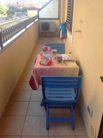 Alida del Mar: colazione sul balcone di casa