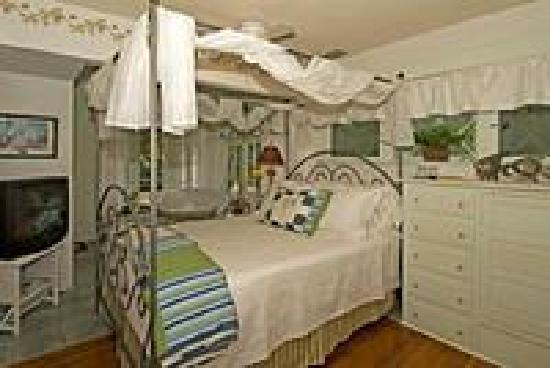Coquina Inn B&B: Hibiscus Room