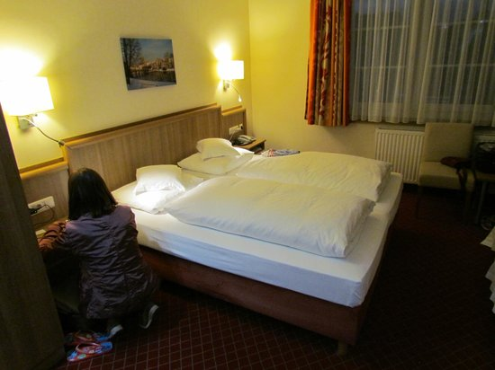 Excelsior Hotel Luebeck : Letto matrimoniale
