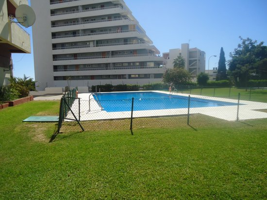 Europark 74 Aparthotel: Pool and gardens