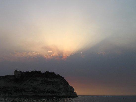La Pineta: Sole al tramonto dalla spiaggia