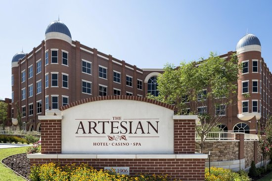 Exterior of the Artesian Hotel in Sulphur, OK.