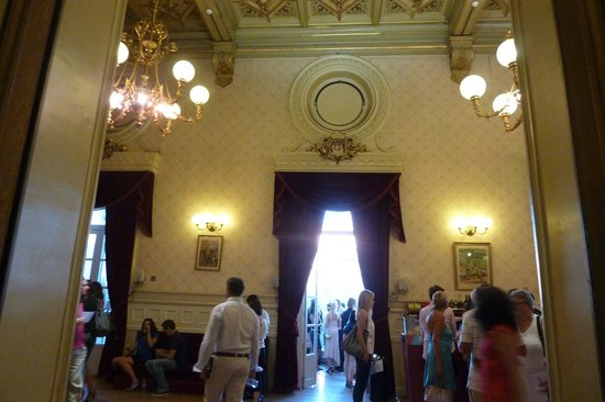 Chatelet - Theatre Musical de Paris: foyer during intermission