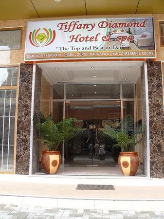 Tiffany Diamond Hotel: Hotel Entrance