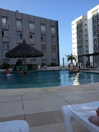 Hotel Oásis Atlântico Imperial: piscina na sombra