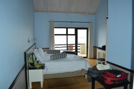 Cape Cross Lodge: Interior of one of the rooms with ocean view