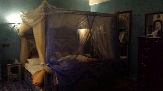 Riad Jnane Fedala International Hotel: il letto della suite