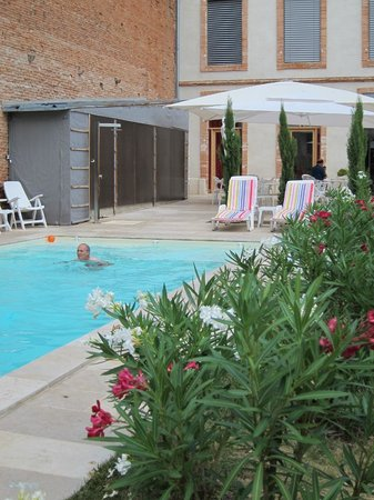 Hotel l'Armateur: Lovely garden and pool