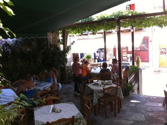 Garden of Taste Tavern : inside the garden