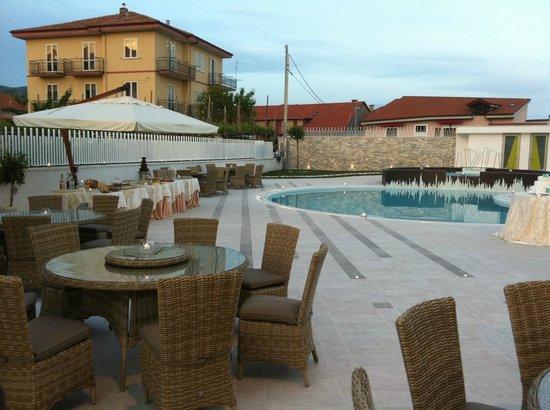 Hotel Le Rocce: Colazione in Piscina