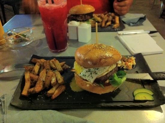 Le Bar à Fruits Burger Bar : Fraisier et country burger