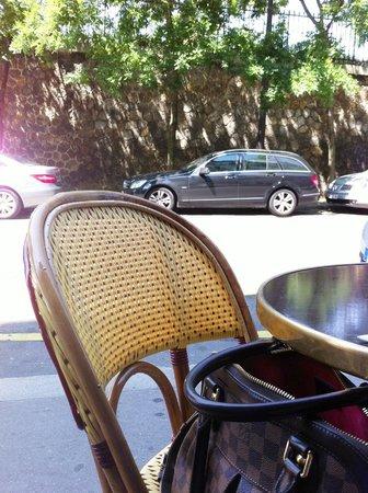 Le Beaujolais d'Auteuil : Table en terrasse