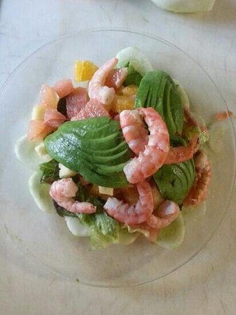 Luna Luna: Fruit salad with shrimps and avocado